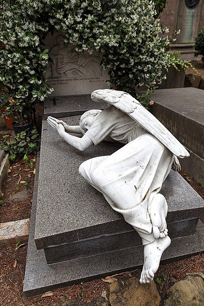 angel grave cemetery
