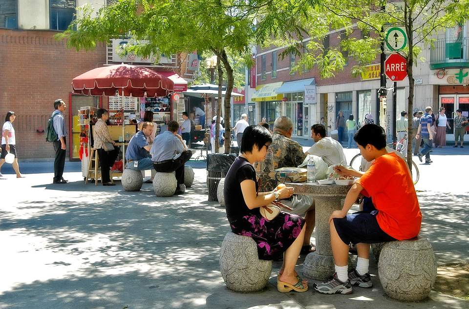 Ventes de trottoir 2017 montreal sidewalk sales street fairs for Vente piscine montreal