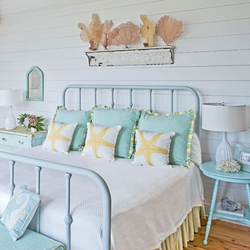 cottage style bedrooms. Coastal cottage bedroom  How to Decorate in Cottage Style