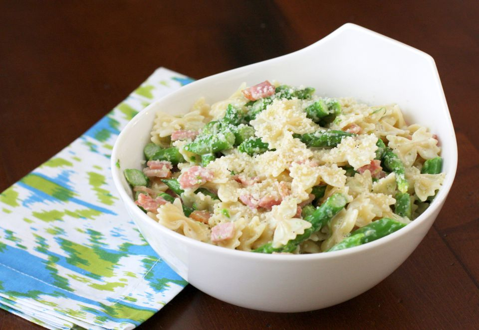 Creamy Pasta With Ham and Asparagus