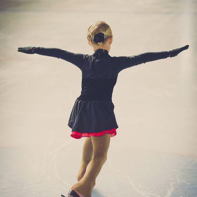 Energy and macronutrient intakes of elite figure skaters.