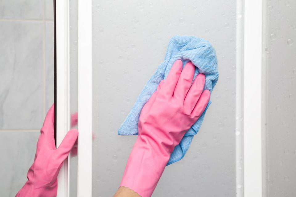 cleaning soap scum off shower door