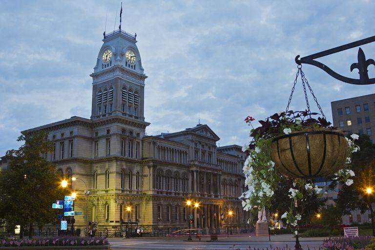 USA, Kentucky, Louisville, Facade of City Hall at morning