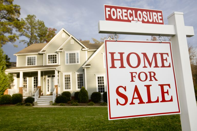 house with for sale and foreclosure sign