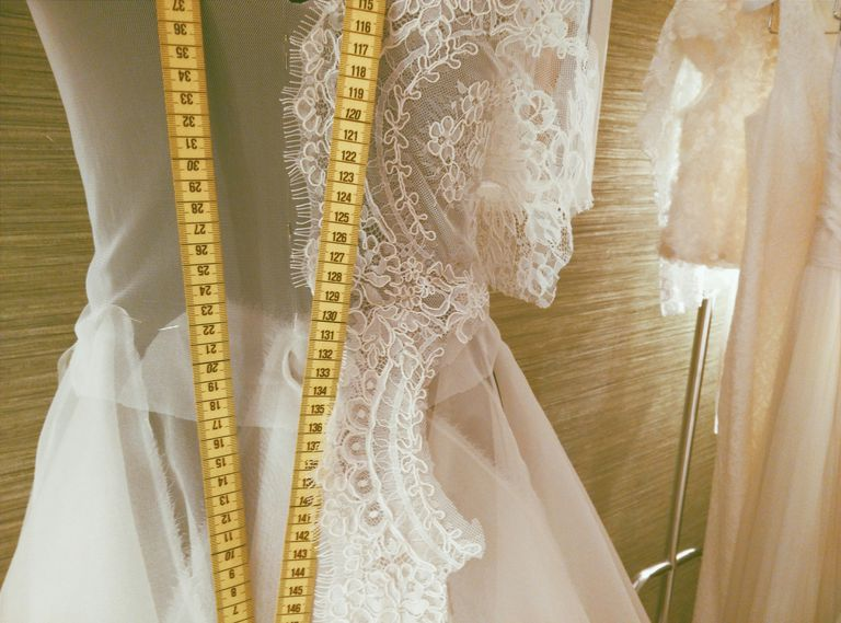 5 ideas para economizar gastos en el vestido de novia - Mandar hacer el vestido