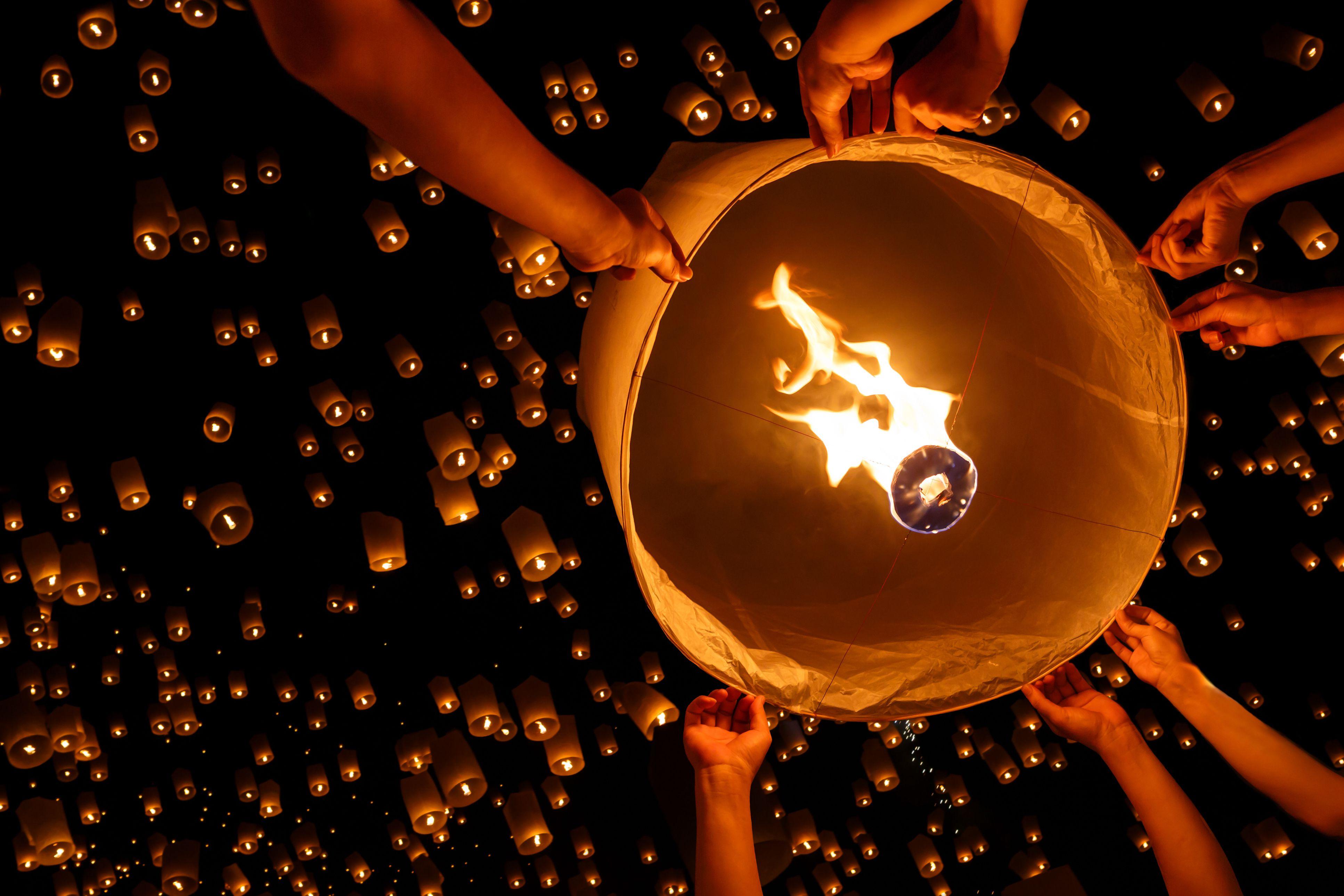 Wish Upon a Lantern: Sky Lantern Unity Wedding Ritual for Flying Lantern Lights  5lp5wja