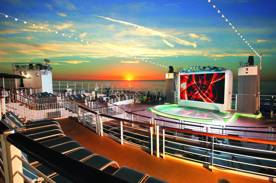 Norwegian Epic Spice H2O at sunset