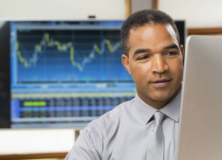 trader trading the NFP report in the forex market