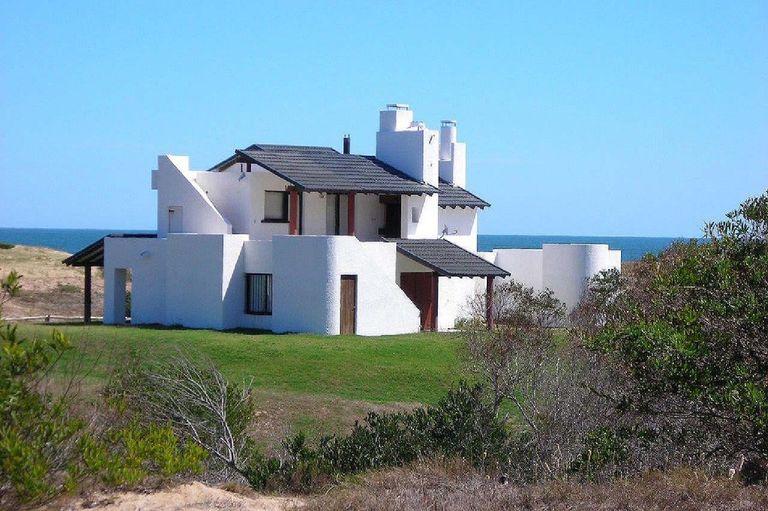Casa Ocean Park, 1999, Punta del Este, Uruguay by Architect Samuel Flores Flores