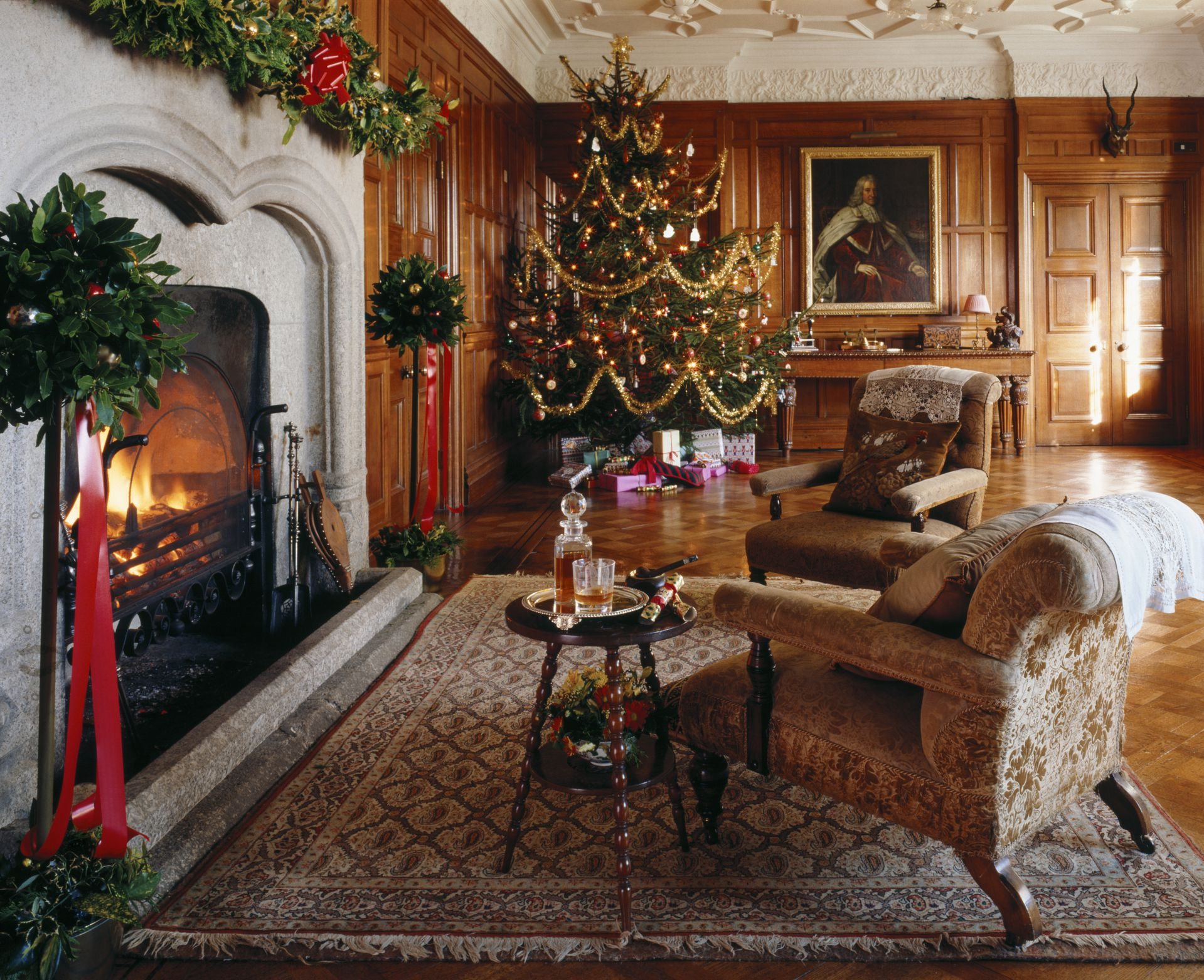 christmas living room.  15 Beautiful Ways to Decorate the Living Room for Christmas