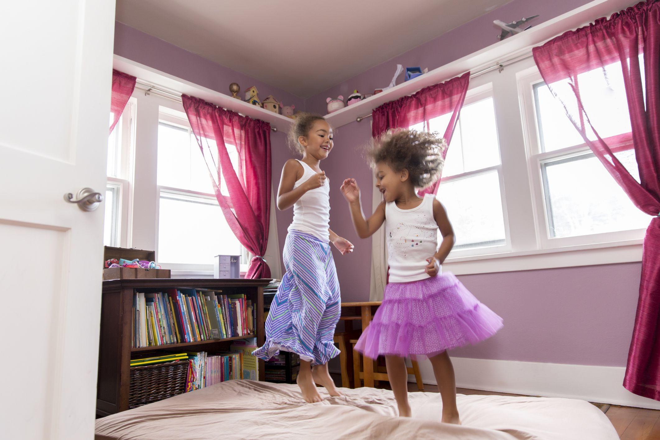 how to limit kids 39 screen time. Black Bedroom Furniture Sets. Home Design Ideas
