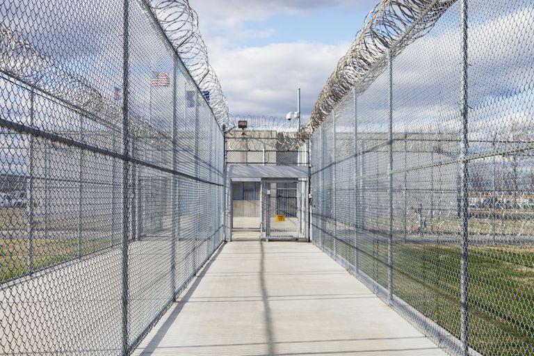 Pasillo externo de prisión en Estados Unidos