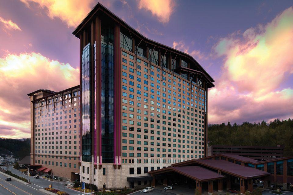 Hotels Around Cherokee Casino