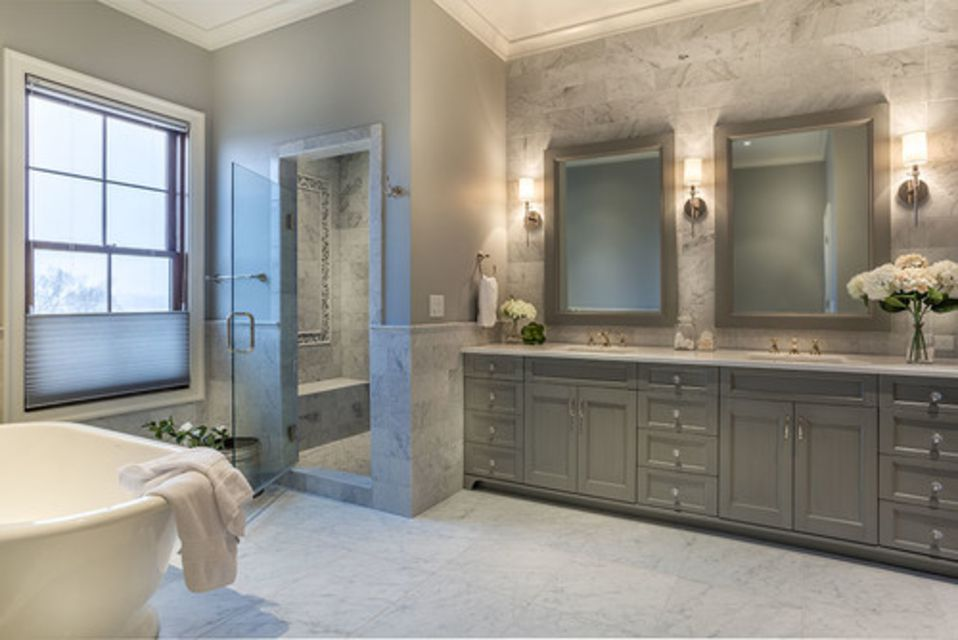 17 gorgeous bathrooms with marble tile for Marble master bathroom designs