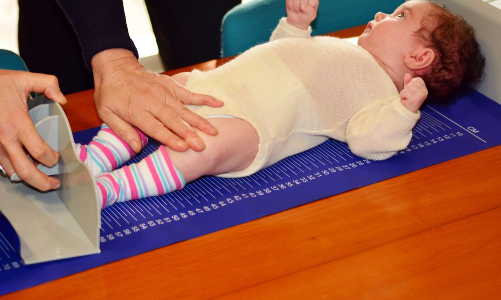 Infant baby body height examination
