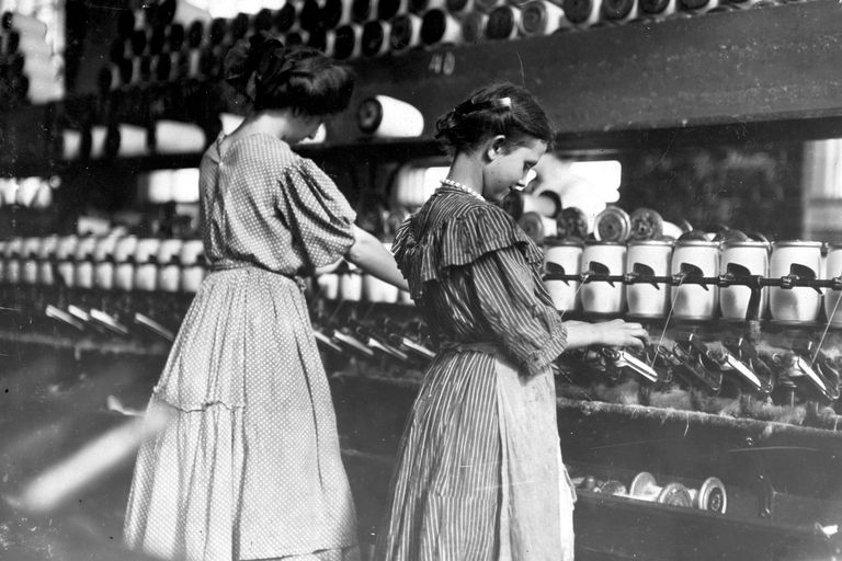 Young girls at spooling machines at Lincoln Cotton Mill, Indiana, 1908.