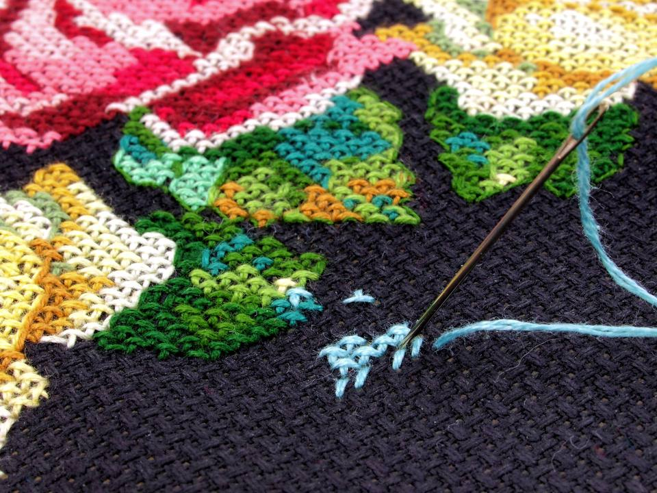 Cross-stitch pattern and needle