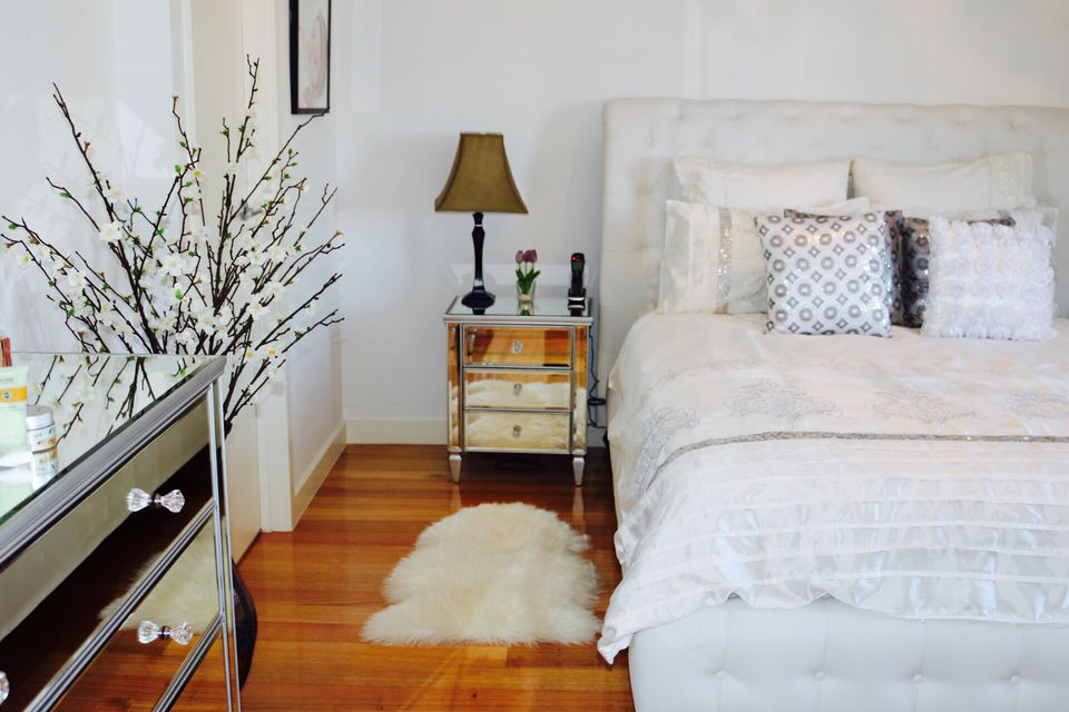 9 easy tips for organizing your bedroom