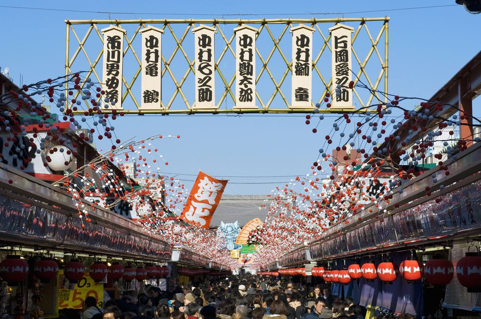 Japan, Honshu, Tokyo, Asakusa, New Year's decorations over Nakimese shopping street to Senso-ji temple