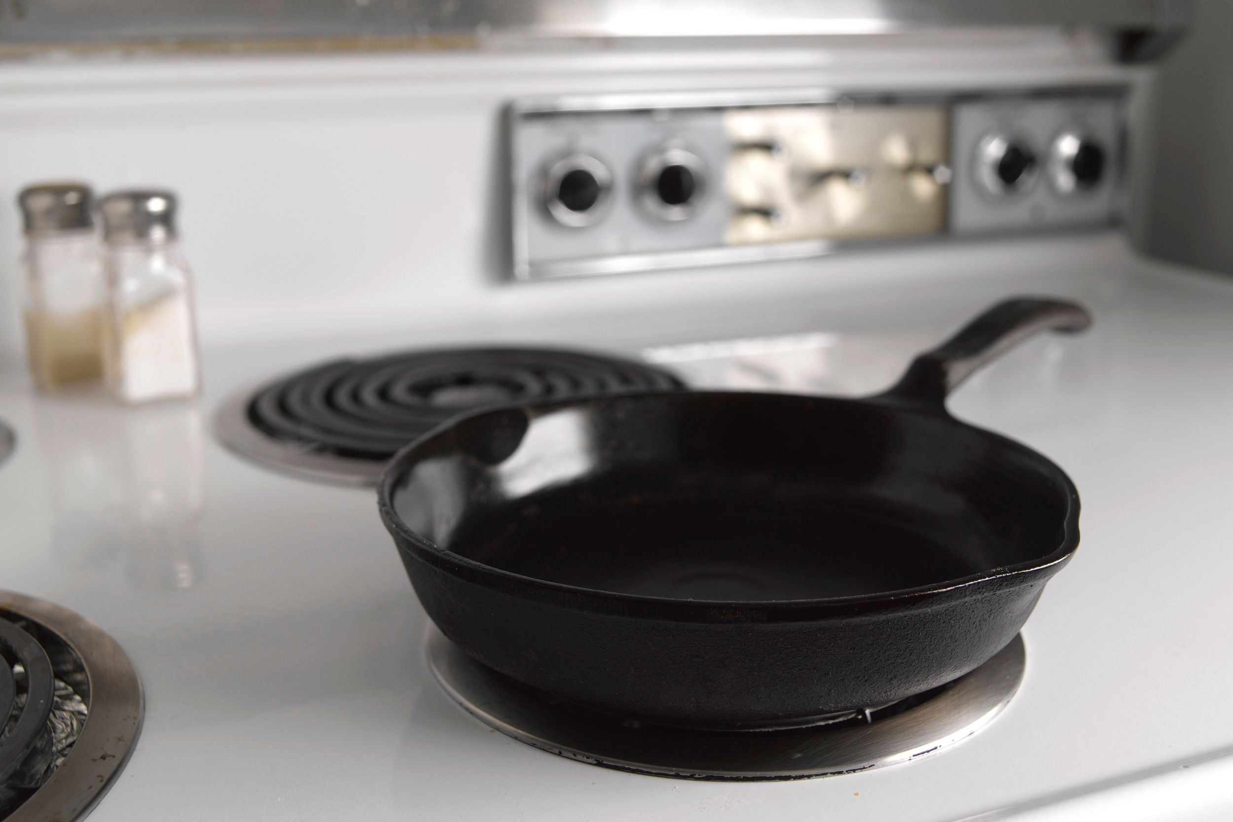 how to clean cast iron cookware. Black Bedroom Furniture Sets. Home Design Ideas