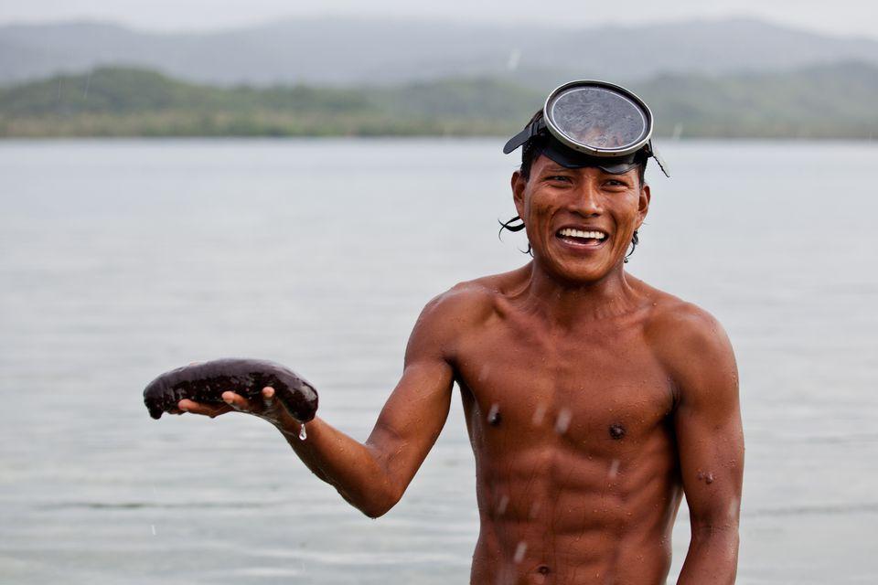Guna diver, San Blas, Panama