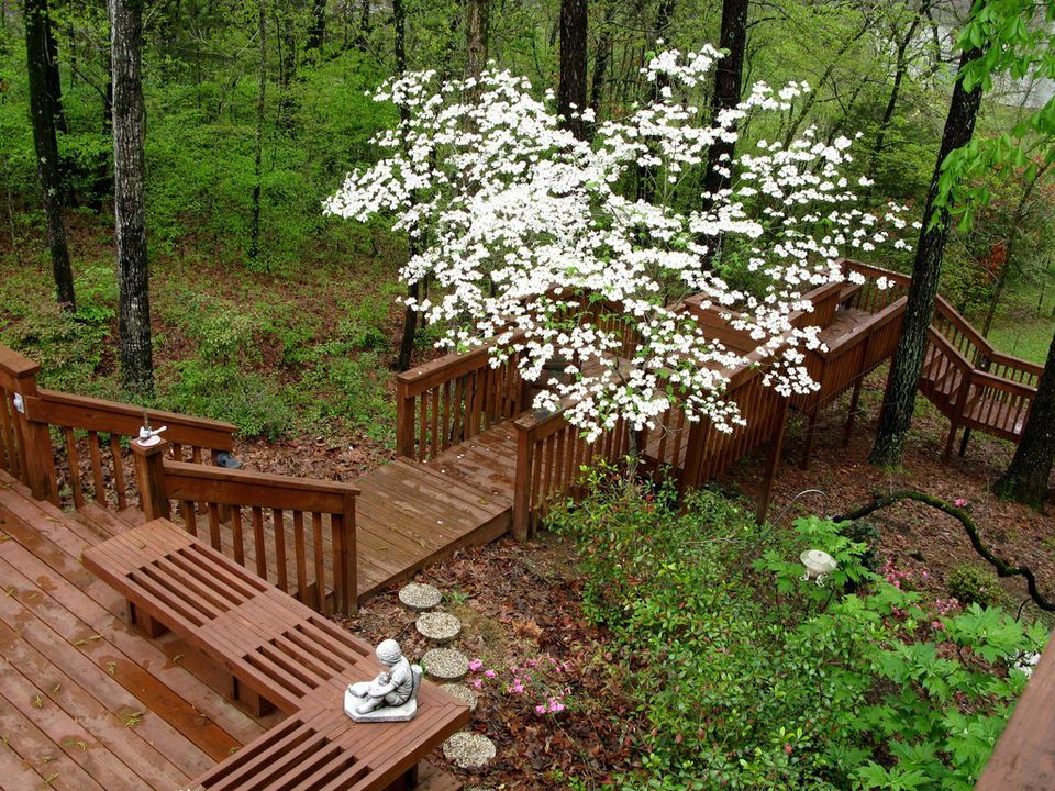 Types of decks to build for any space on your property for Design couchtisch multilevel l