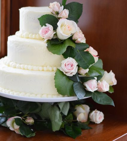 How to decorate a wedding on a budget how to bake and decorate a 3 tier wedding cake solutioingenieria Choice Image