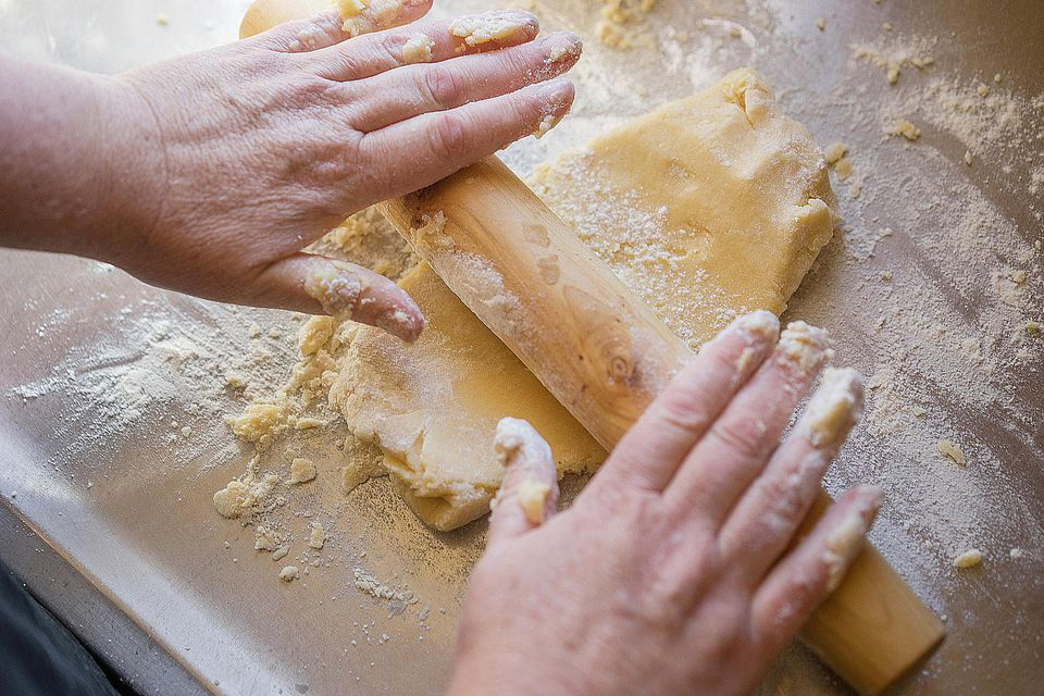 Rolling out shortcrust pastry