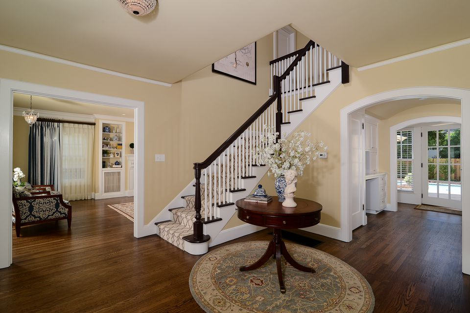 designer 39 s top picks for foyer paint color