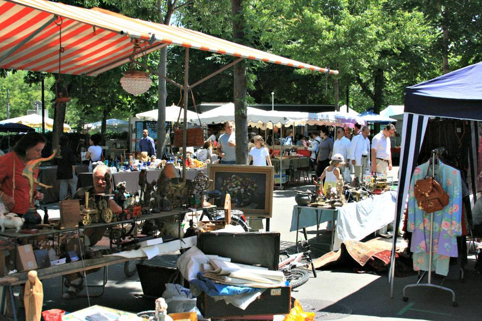 Sellers at Burkliplatz Flea Market in Zurich