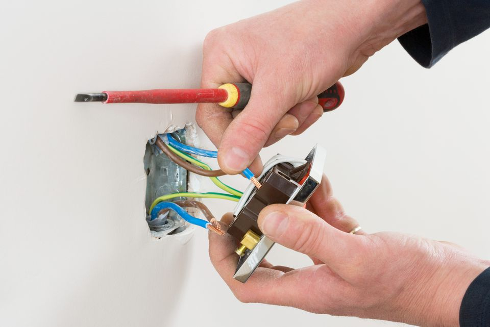 How to Replace an Electrical Outlet With a New One