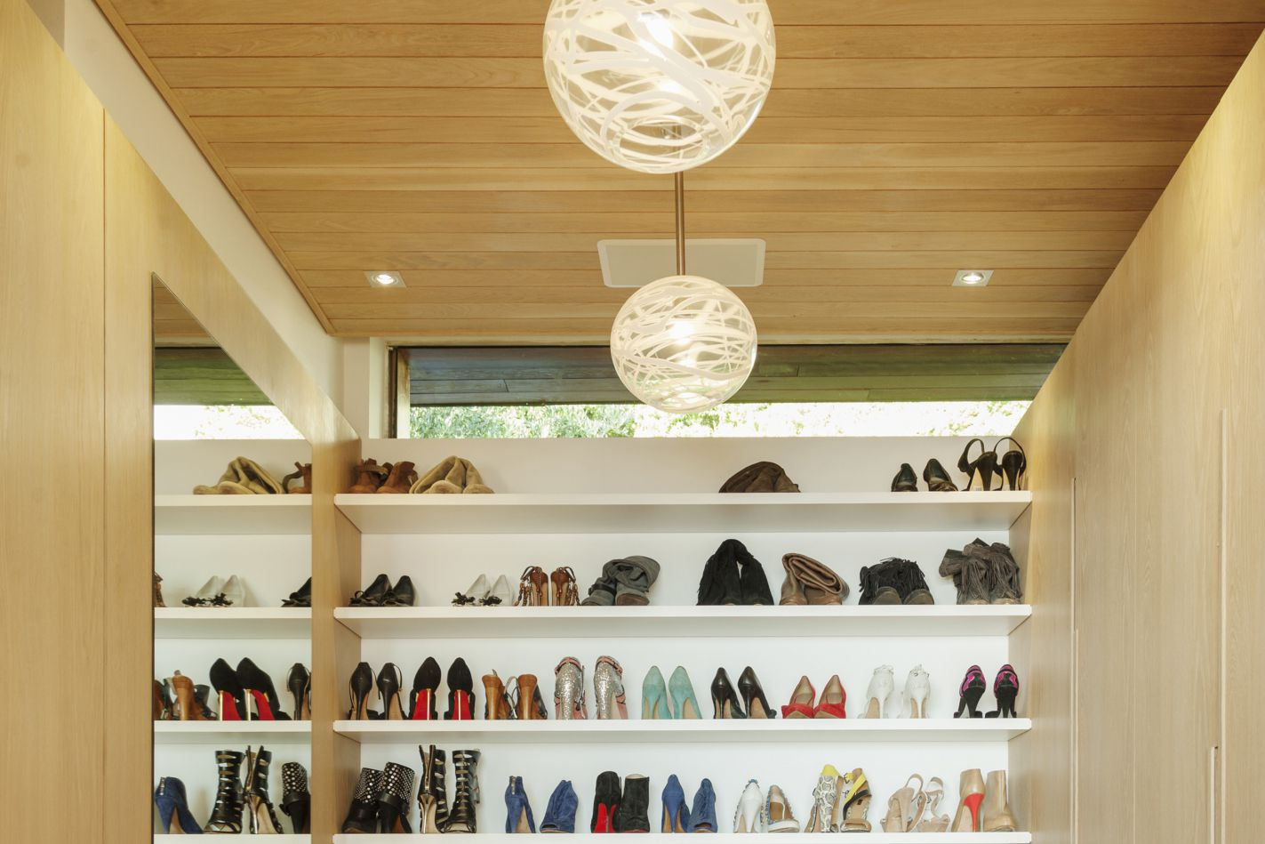 Clothes closet lighting dos and donts what you need to know before you buy closet lighting arubaitofo Gallery
