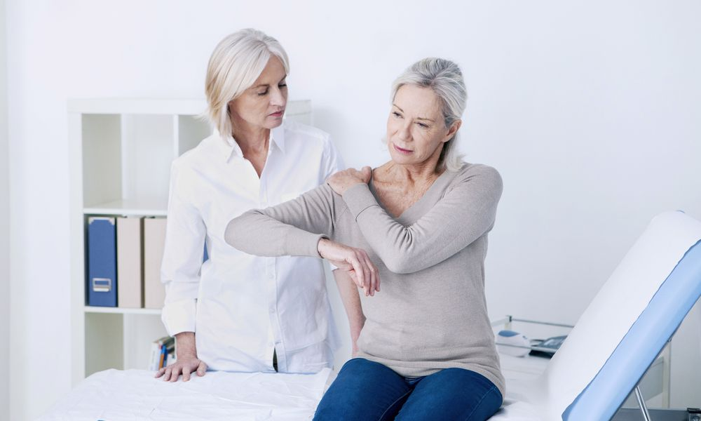 CONSULTATION, SENIOR WOMAN IN PAIN C