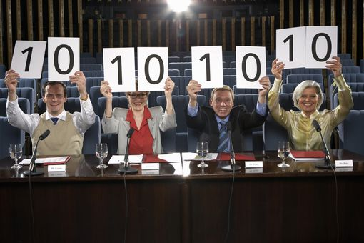 judges holding up perfect scores