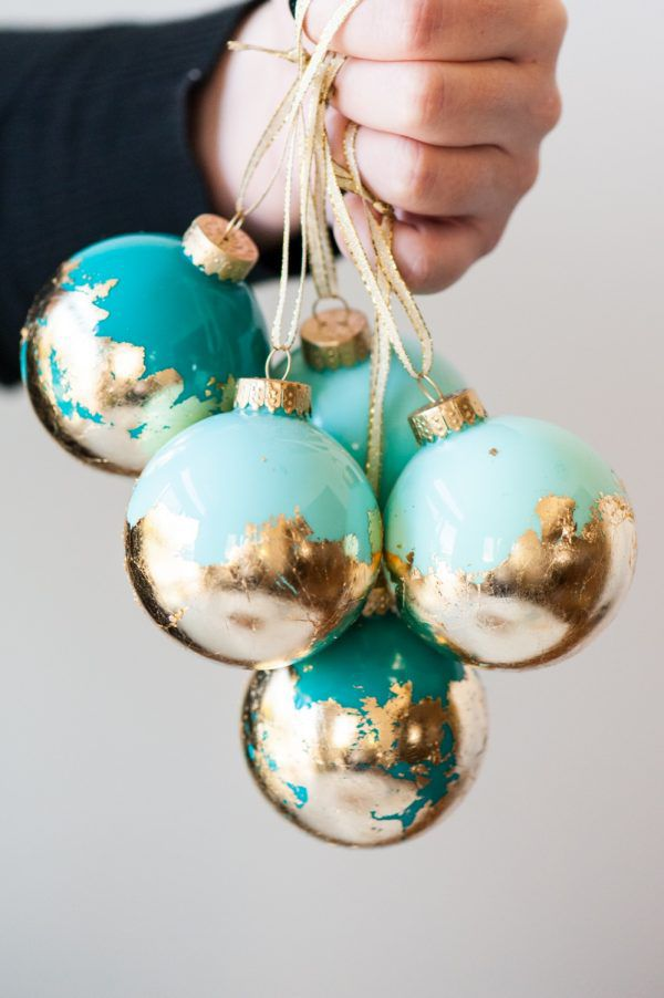10 ways to fill a clear glass christmas ornament how to gold leaf clear glass ornaments solutioingenieria Image collections