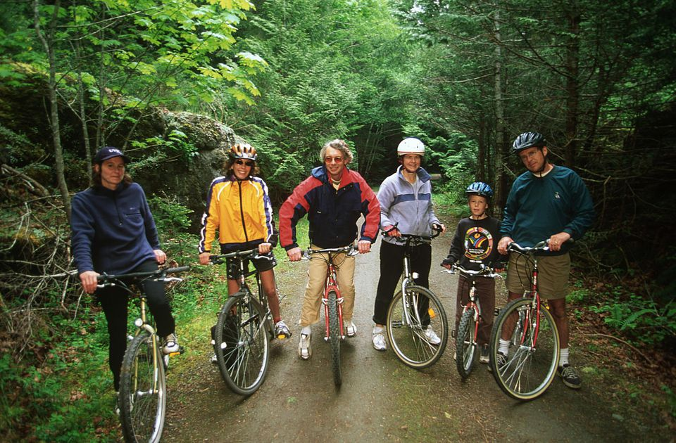 Cycling-family-Victoria-BC-Chris-Cheadle-Getty-Images.jpg