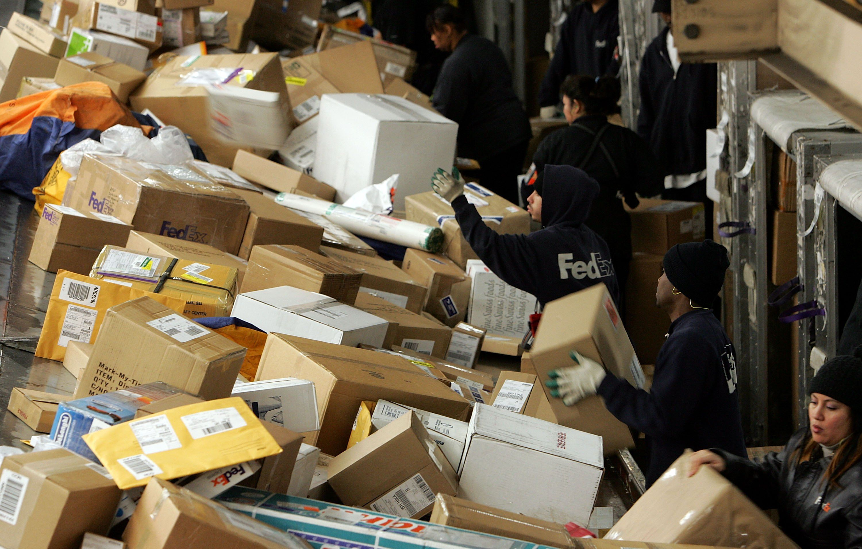 strong fedex employee  customer service complaint