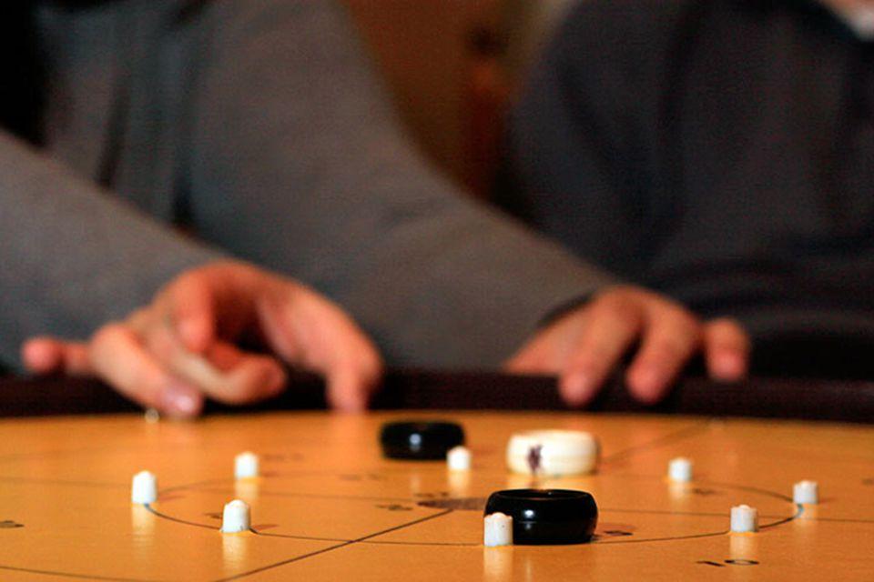Crokinole game