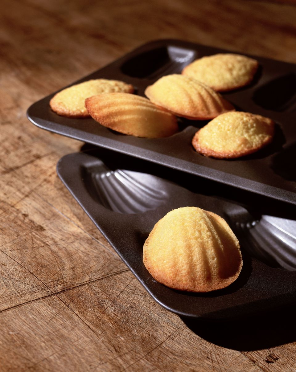 madeleine cakes in pan