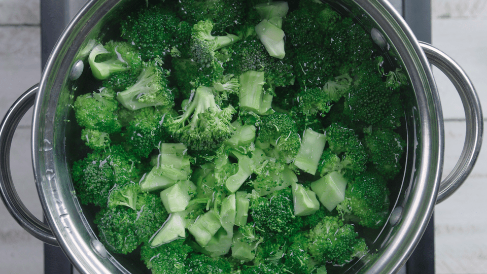 blanching broccoli