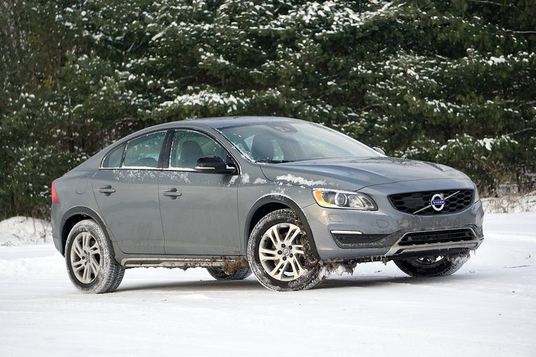 2016 Volvo S60 Cross Country in the snow