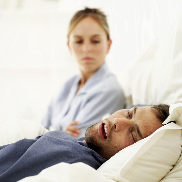 si roncas cuidado con la apnea del sueño