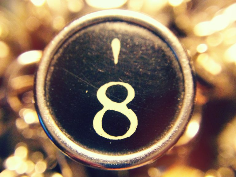 apostrophe key on a typewriter
