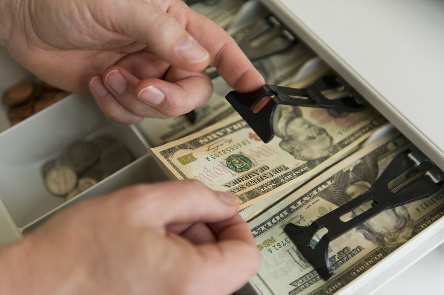 how much money should i keep in the cash register