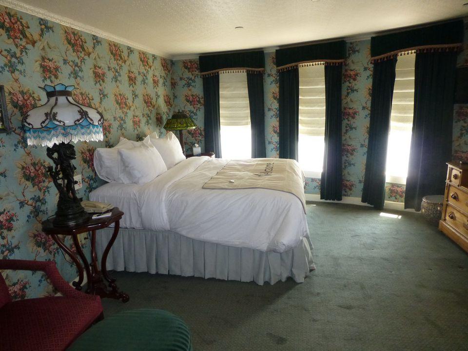 Category LS Suite with Veranda - Delta Queen Suite #351