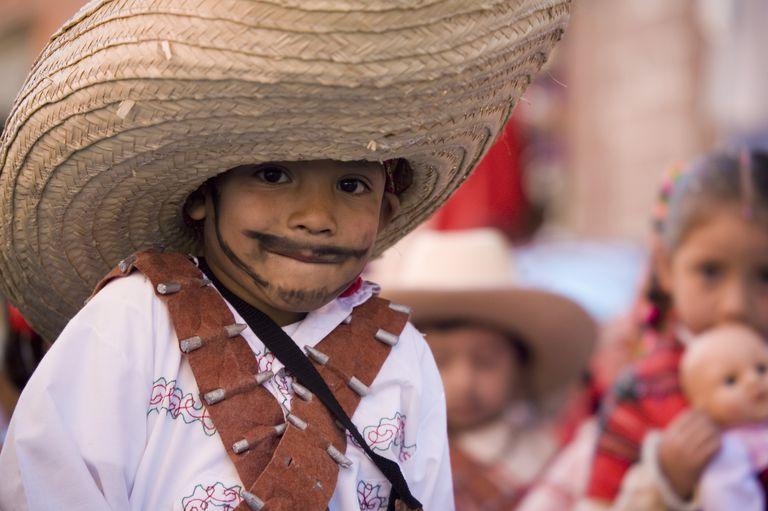 Niños celebrando el día de la independencia de México