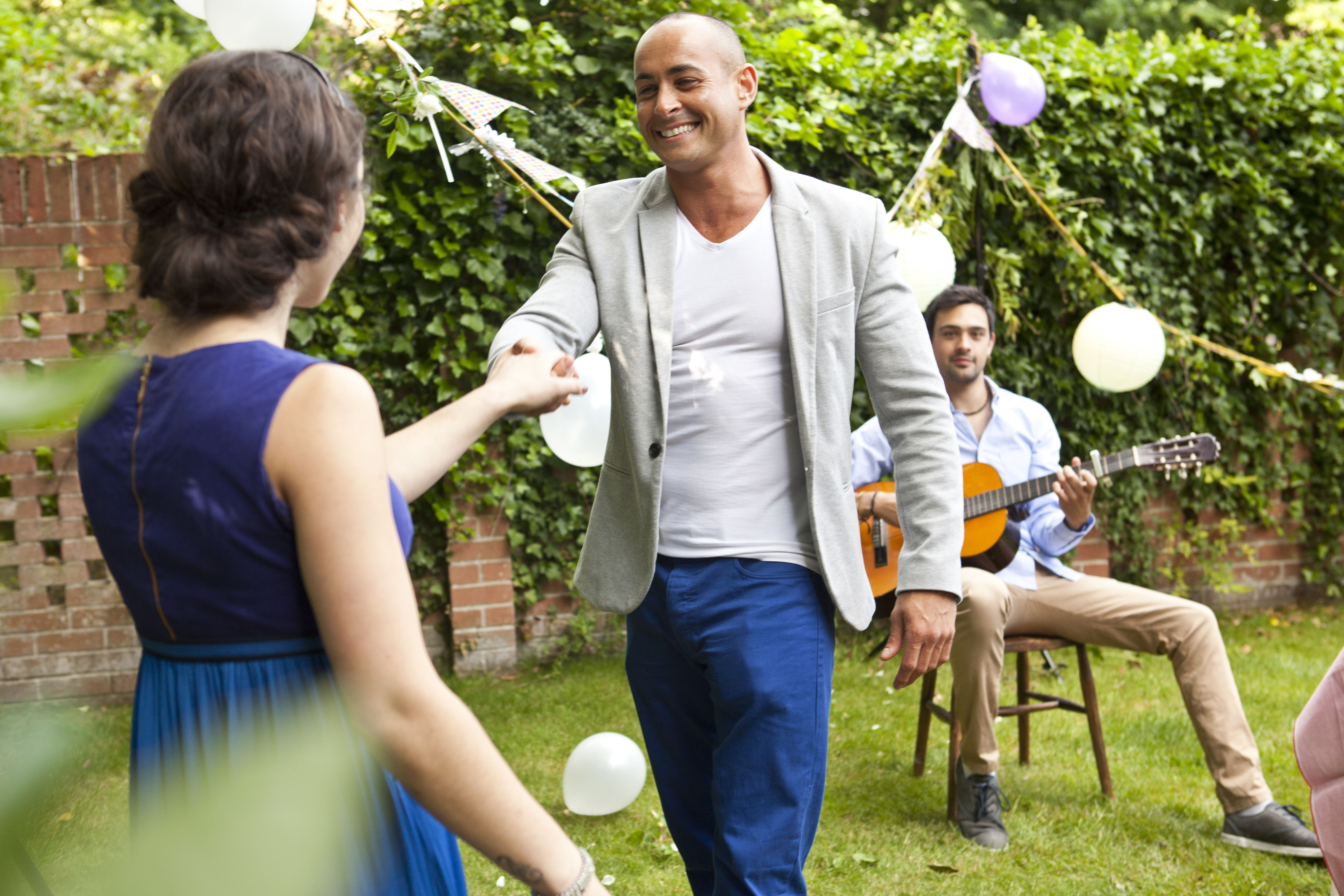 Throw An Inexpensive Outdoor Party