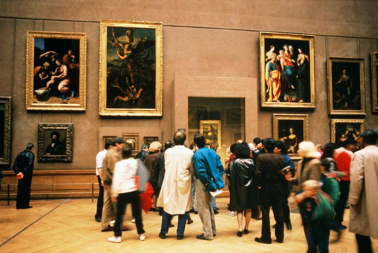 France, Paris, Louvre, visitors looking at Mona Lisa