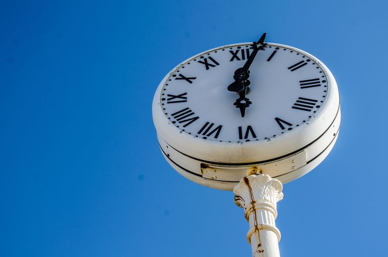 clock for article on Spanish verb tenses