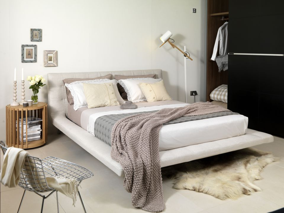 Beautiful neutral bedroom ideas and photos for Small neutral bedroom ideas